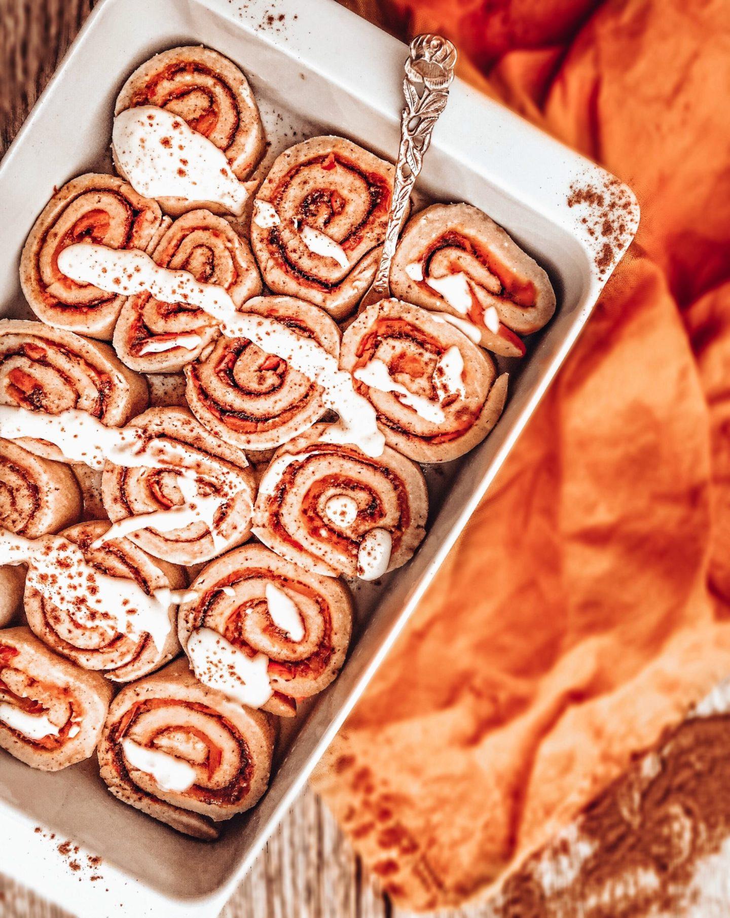 Herbstliche Zimtschnecken mit Kürbis | vegan, glutenfrei, ohne Zucker