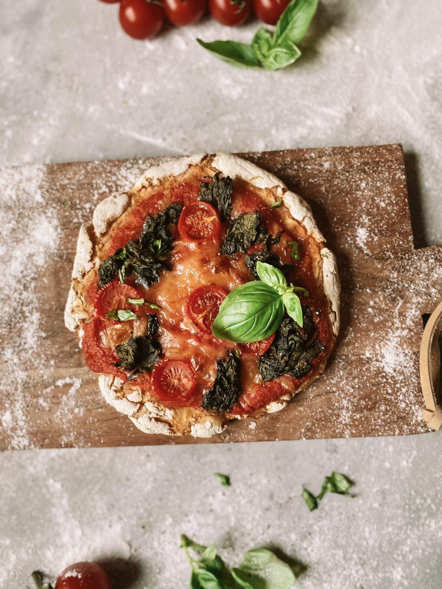 Rustikale Pizza aus Sauerteig   glutenfrei, vegan & ohne Hefe
